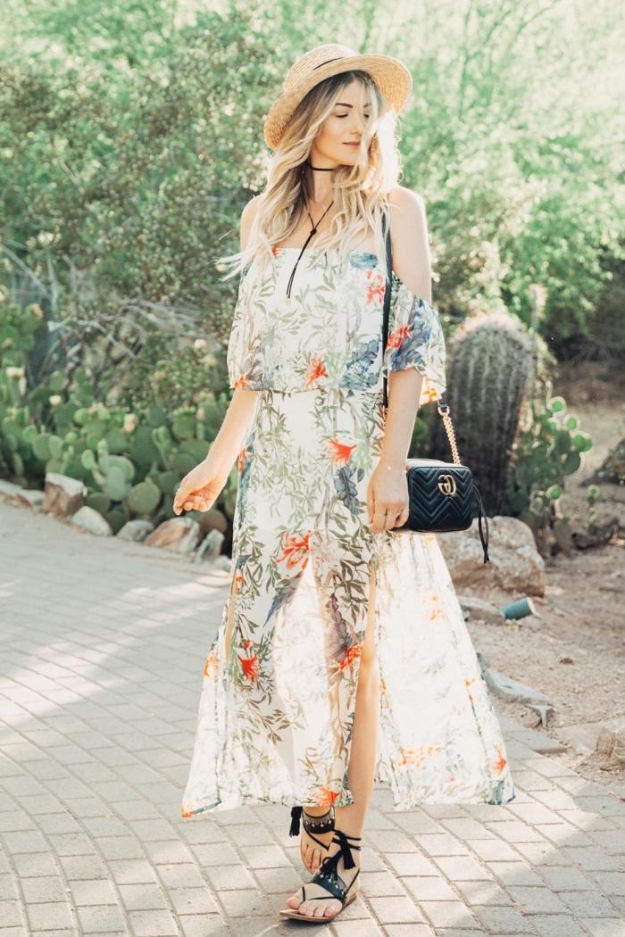 tenue femme hippie chic, robe florale légère, chapeau panama, sac noir, sandales noires