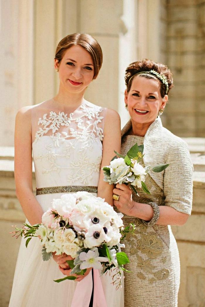 robe chic pour mariage portée avec boléro assorti, tenue de mère de la mariée