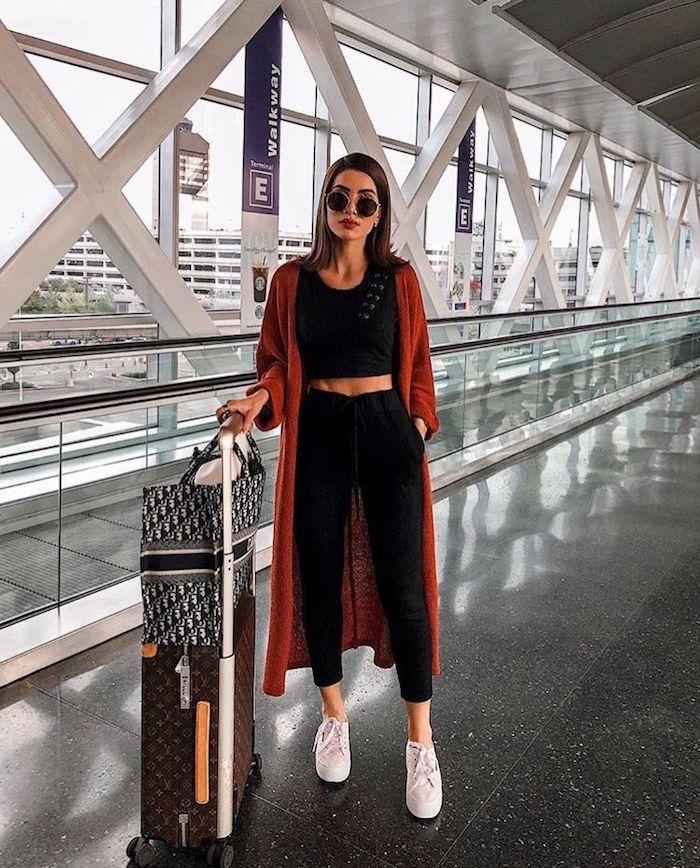 Tenue pour prendre l'avion, confortable pantalon et top, tendance été 2019, style décontracté chic pour femme