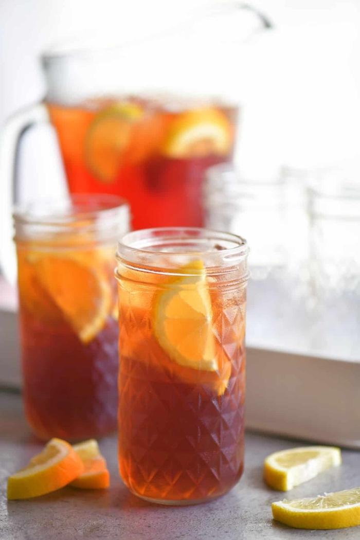 idée boisson detox facile, quelle boisson froide sans sucre ajouté préparer, exemple de recette thé glacé pêche