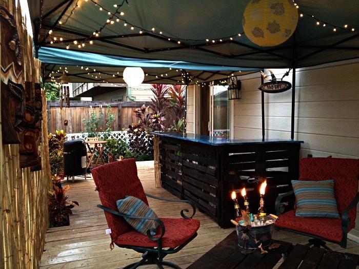 aménagement du jardin avec bar à boissons en palettes, meuble avec palette en bois pour