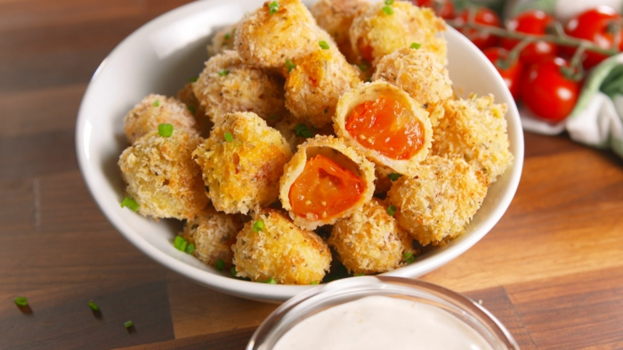 tomates cerises; repas amuse-bouche d été, apéritif original, petites bouchées cuites
