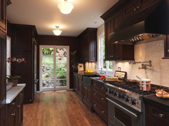 Ambiance dans la cuisine venge, idée cuisine moderne avec vintage vibre