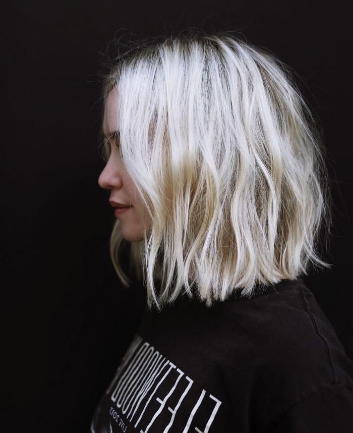 coiffure facile pour cheveux mi longs à effet wavy, exemple coupe carré mi long aux longueurs ondulés effet plage