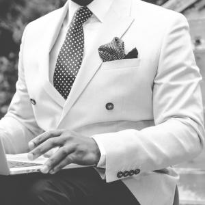 Tenue chic pour homme - comment porter le costume en été ?