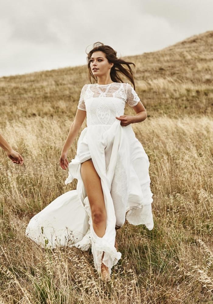 exemple de robe dentelle boheme, modèle robe de mariée pour cérémonie plage, idée robe bohème longue avec fente
