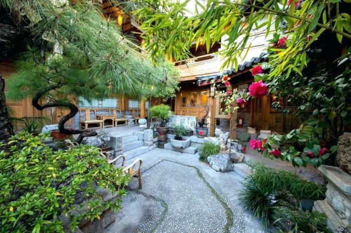 exemple de jardin zen, bonsai cèdre, galet décoratif, fleurs et plantes ornementales, maisons en bois