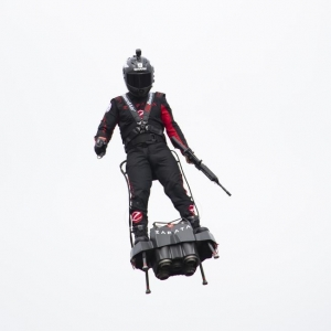 Franky Zapata et son hoverboard ratent leur traversée de la Manche