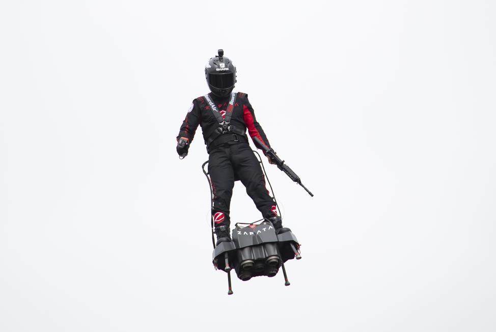 Franky Zapata n'a pas réussi sa première tentative de traversée de la Manche avec son Flyboard Air