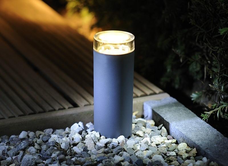 le Projecteur LED décoratif permet d éclairer son jardin à moindre coût