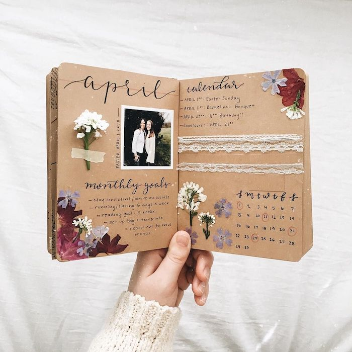 April mois projets, activité manuelle qui donne de joie et de motivation, mettre ce que vous avez faites ou ce que vous voulez faire, fleurs secs sur les pages