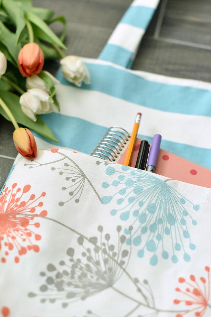 Fleurie tote bag avec poche, originale idée de couture, sac universel tendance, photo tulipes blanches et rouges, belles fleurs