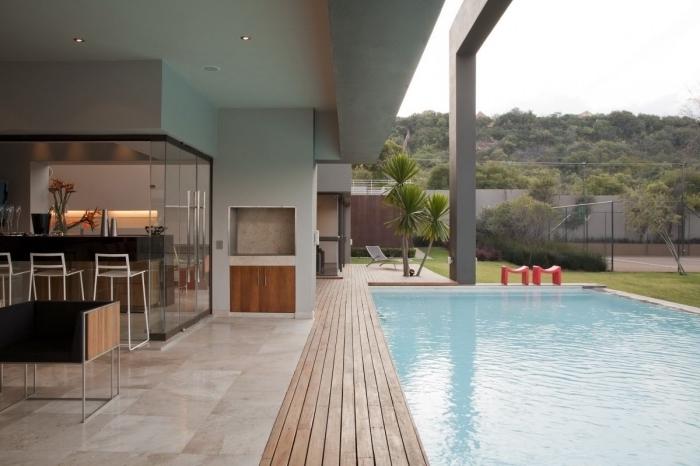design extérieur moderne, exemple déco de cuisine d'été contemporaine en bois et noir, idée revêtement de terrasse en bois