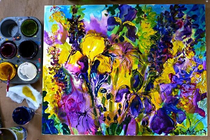 apprendre a peindre des des fleurs abstraites à l'aquarelle, peinture sur toile abstraite, toile multiocolore