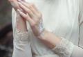 Dessin corporel au henné blanc pour orner son corps d'une touche énigmatique