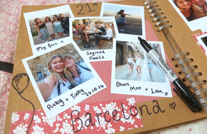 Vacances à Barcelone, scrapbooking album, livre scrapbooking, idée scrapbooking album photo, polaroid photo et petites descrptions