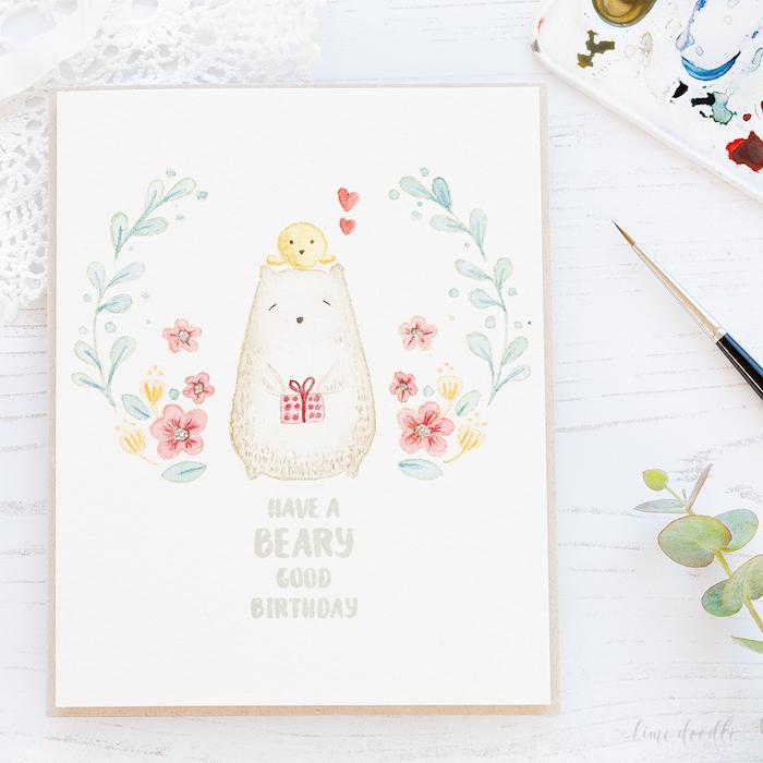 Carte dessin d'anniversaire, dessin gateau anniversaire, ourson adorable et petit poulet jaune sur sa tete