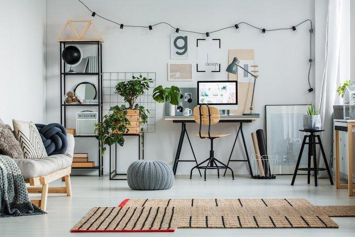 Salon moderne a déco bohème, rangement ouvert, guirlande lumineuse, idée déco bureau, ikea rangement bureau moderne