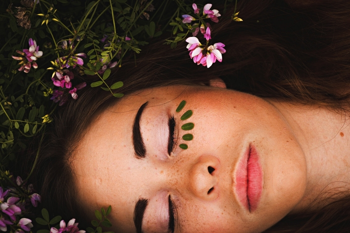 routine de soin visage pour une belle peau à teint éclatant, choisir un soin hydratant en fonction de son type de peau