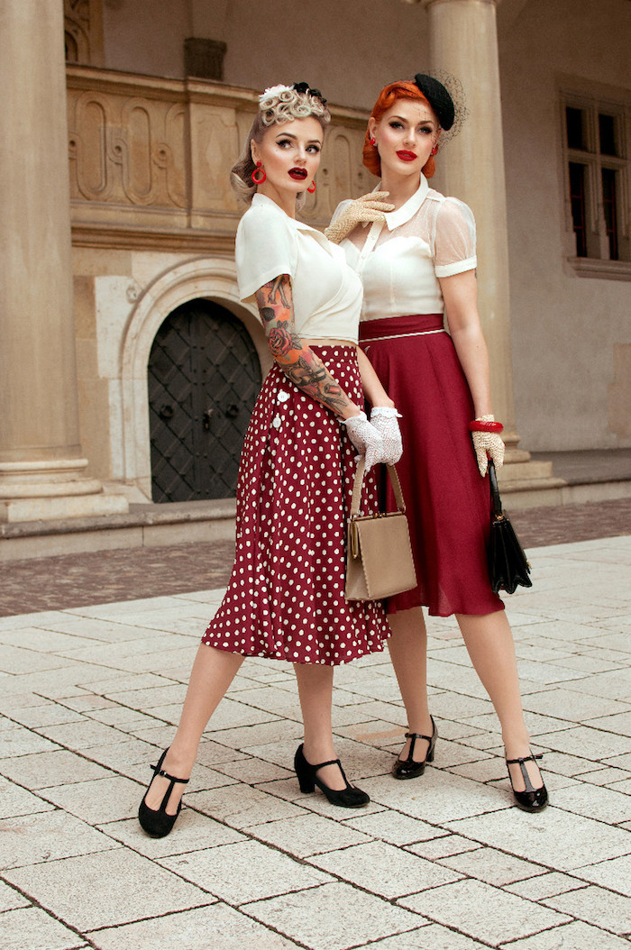 Deux femmes bien habillées, jupe trapèze rouge, chemise blanche, paire de gants, chaussures vintage style à talon, robe guinguette, comment s'habiller pour une soirée