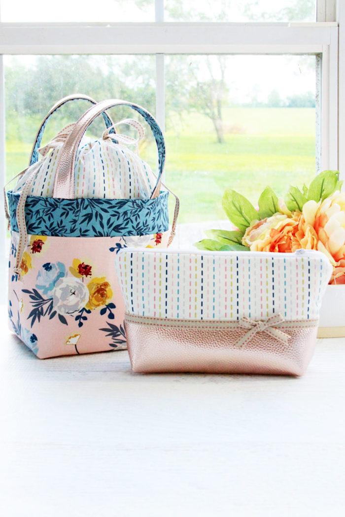 Sac en tissu rose fleurie, tuto couture, modèles de sacs en tissu à faire soi-même, idée pour faire un sac de course en tissu