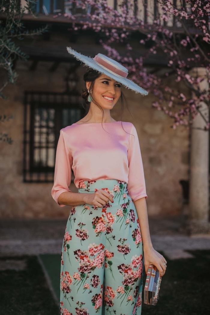 tendances couleurs pastel pour tenue femme invitée 2019, exemple de tenue habillée pour mariage en rose et vert pastel