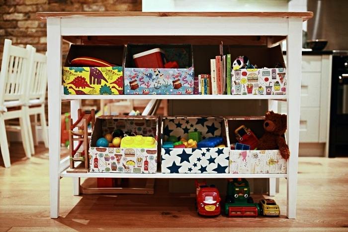 des boîtes récup habillées en papier imprimé, détournées en rangement jouet astucieux, boîtes de rangements diy pour mettre de l'ordre dans la chambre d'enfant
