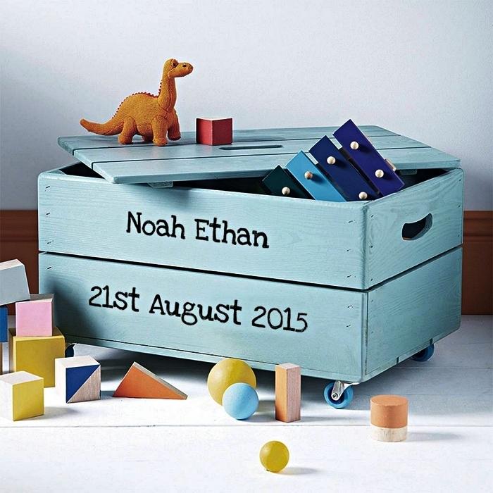 boîte de rangement avec couvercle et roulettes utilisée pour stocker des jouets, caisse rangement en bois pour jouets