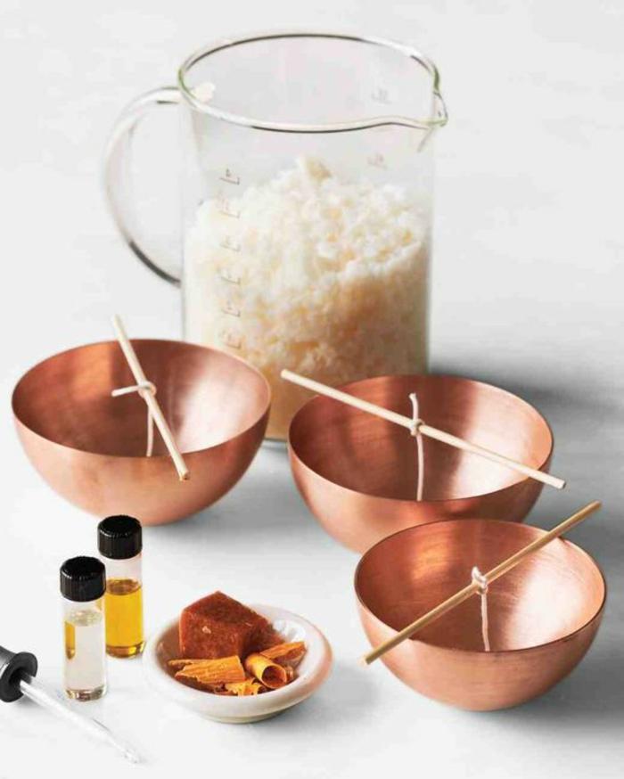 tutoriel fabrication de bougie facile, faire fondre la cire au bain marie, contenant pour bougies résistant et cuivrés