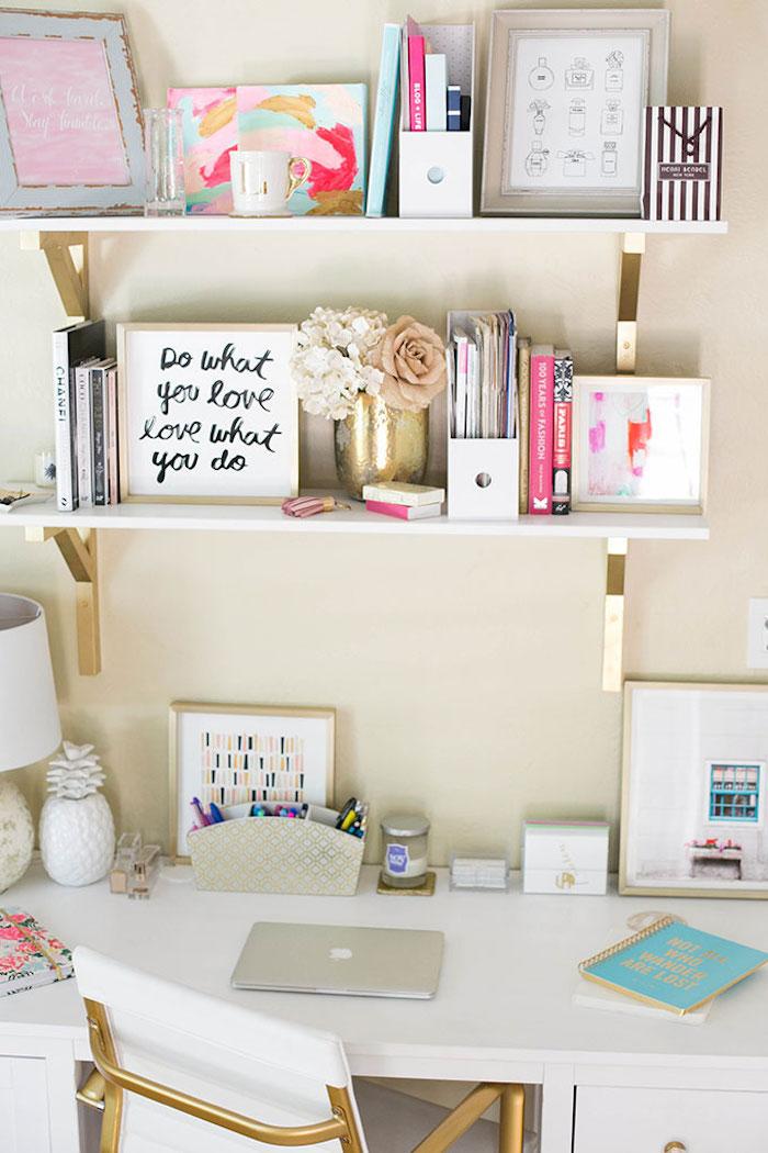 Rangement étagères blanches à base doré, fille ado chambre, ikea rangement bureau, coin bureau moderne déco