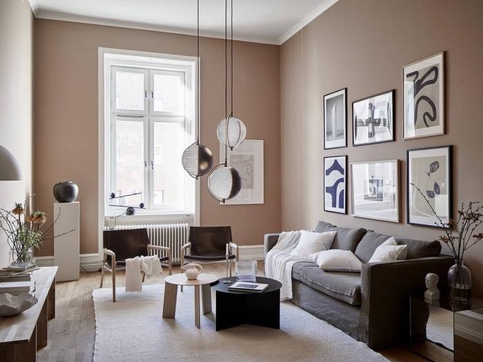 décoration intérieure tendance 2019, idée peinture couleur sable pour décor moderne, salon aux murs beige avec meubles en bois et gris anthracite