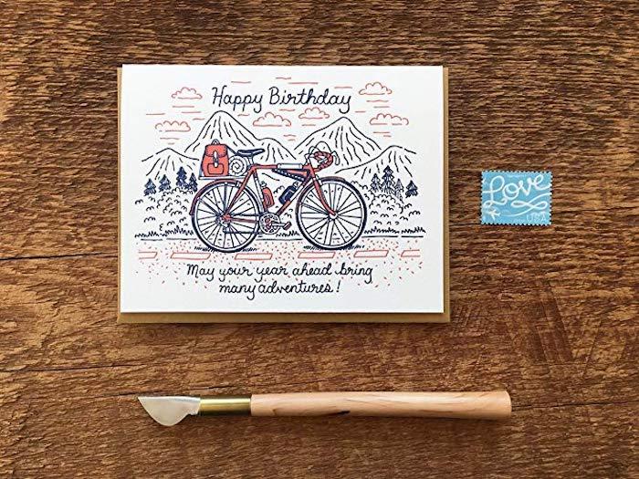 Bicyclette dans la montagne, dessin annive, image anniversaire humour, image joyeux anniversaire