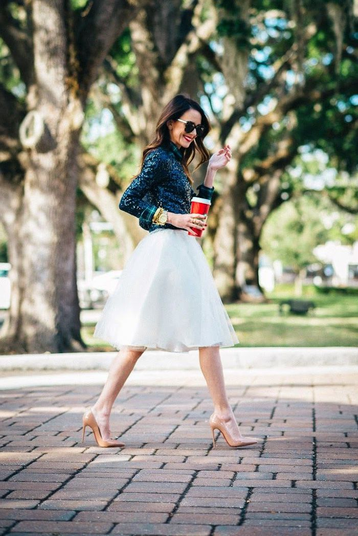 Chaussures à talon beige, jupe i longue, top à paillettes, style guinguette, soirée guinguette comment s'habiller