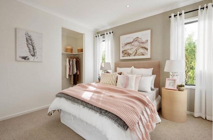 déco chambre féminine moderne en couleurs neutres, peinture beige sable associée avec blanc et rose pastel