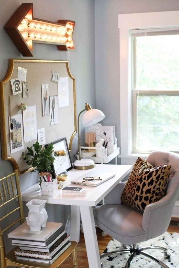 Idée comment organiser son bureau à la maison, décoration bureau professionnel, bureau blanc simple