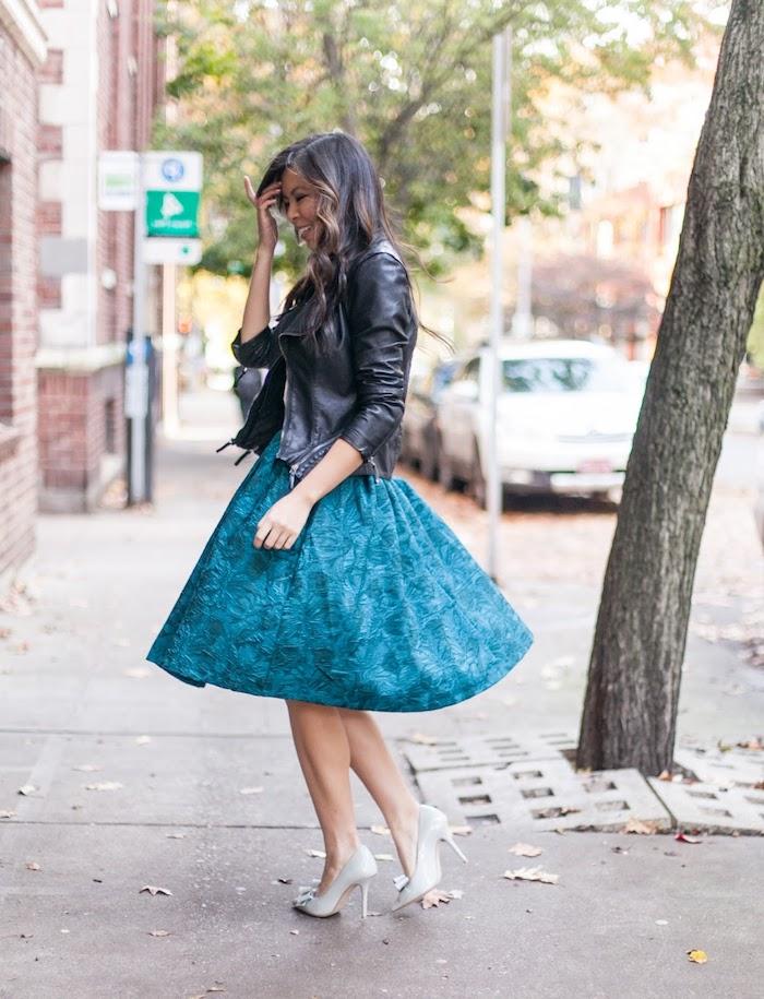 Cool idée comment s'habiller bien, automne tenue avec jupe et veste cuir, look année 50, comment s'habiller pour une soirée guinguette