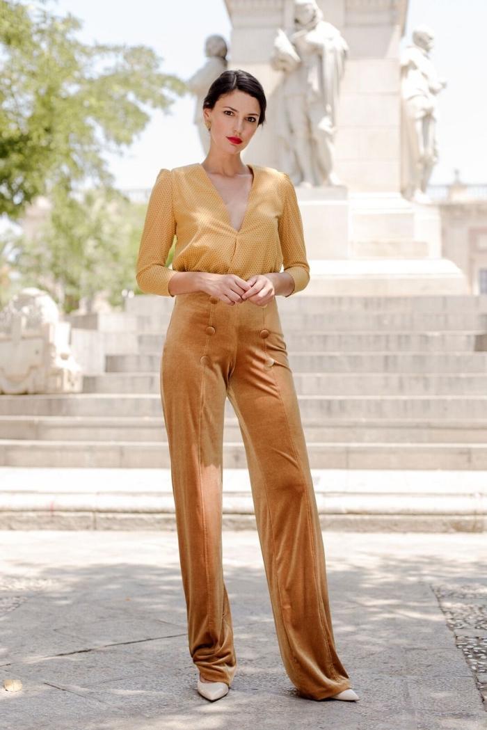 idée tenue mariage femme, modèle de combinaison design ombré en marron et or avec chaussures gris clair