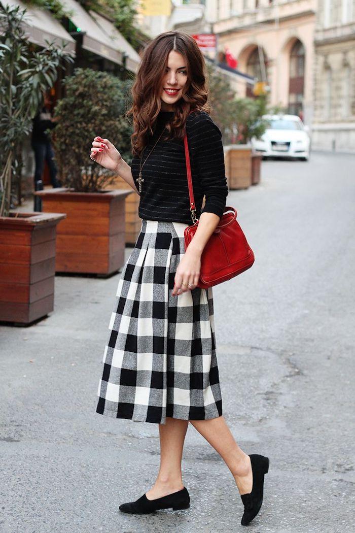 Noir pull léger parfait pour la fin de l'été, vetement annee 60, s'habiller bien pour une soirée rétro style parisien