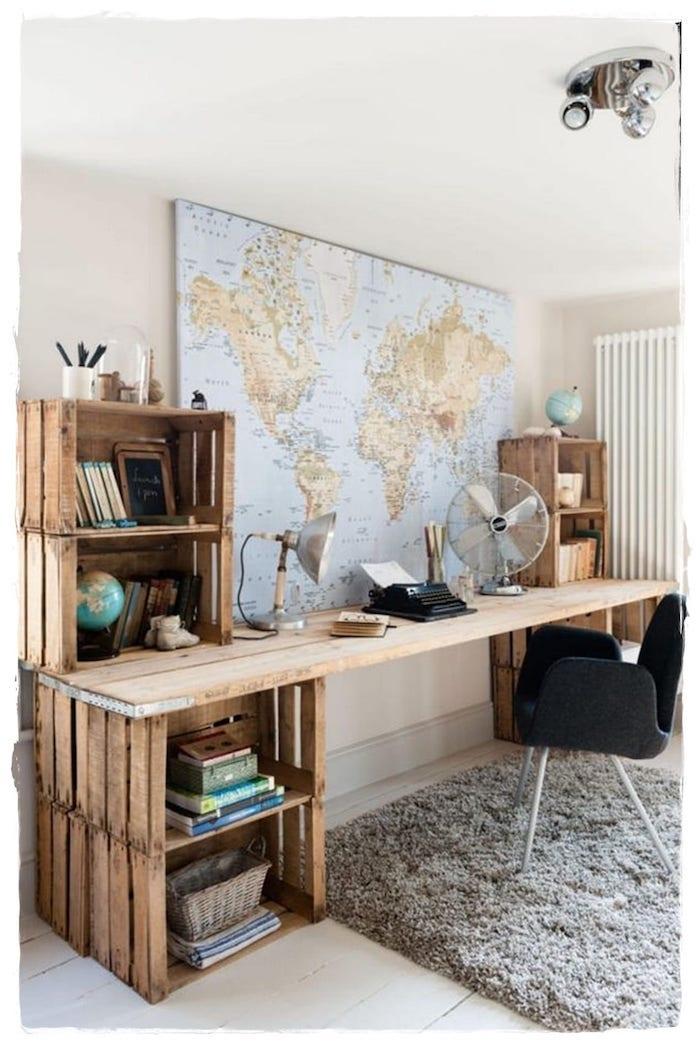 Carte du monde sur le mur bureau deco, bureau scandinave, inspiration déco simple, bois flotté bureau fait masion