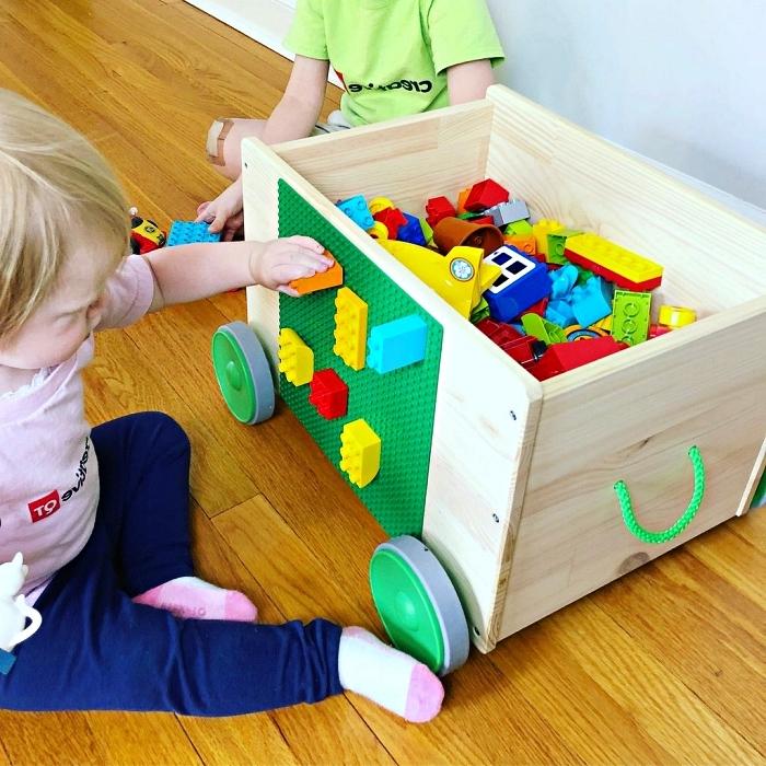petit meuble de rangement pour lego, coffre de rangement en bois sur roulettes avec plaque pour légo