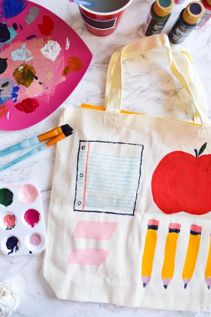 Sac pour la rentrée, beau dessin peinture acrylique tuto tote bag, été sac de plage tendance pour cette année
