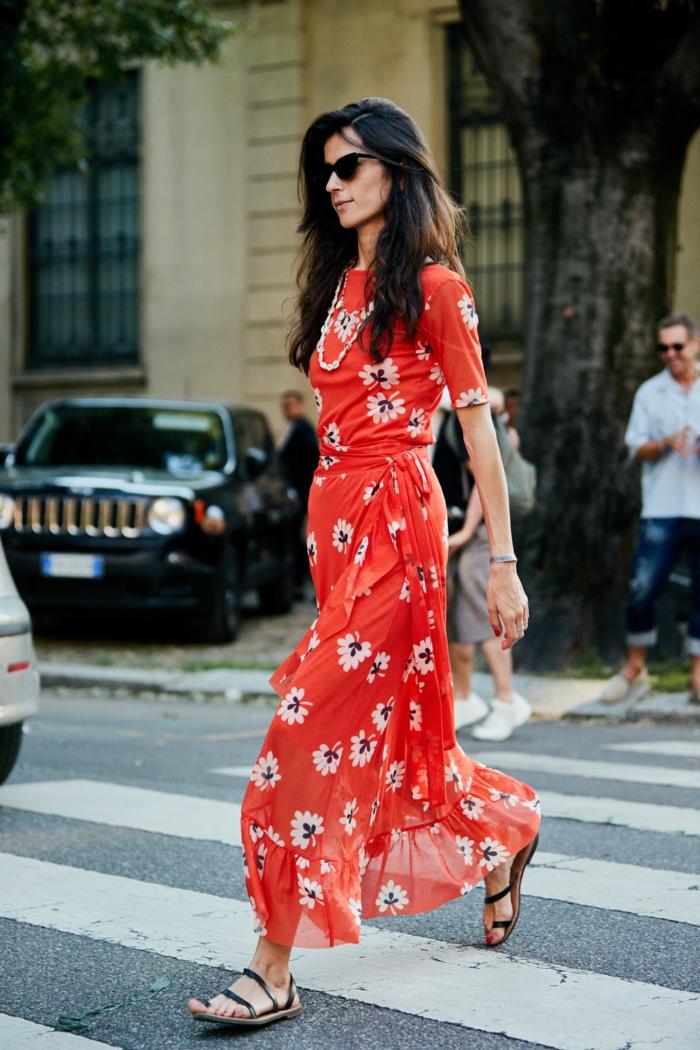 Robe longue d'été femme tendance, mode estivale tenue tendance été 2019, longue robe rouge fleurie