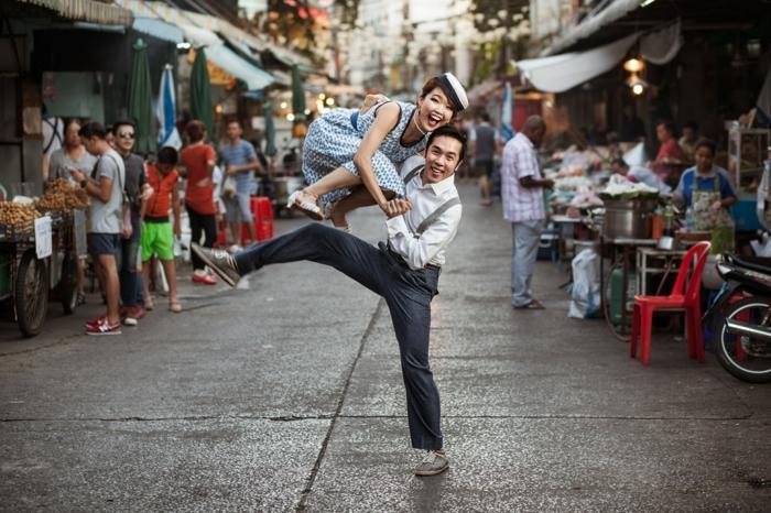 Danser sur la rue swing danseurs en deguisement guinguette, idée de tenue femme robe guinguette