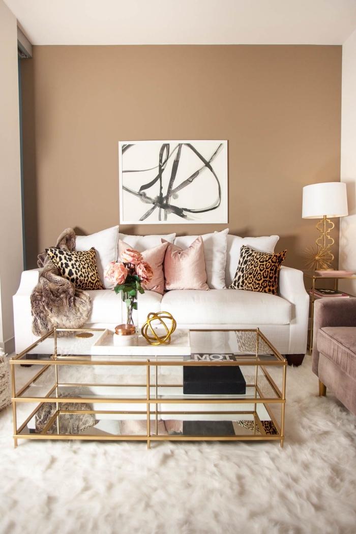 couleur beige pour revêtement mural dans le salon, idée peinture pour salon moderne, pièce aménagée en blanc et beige