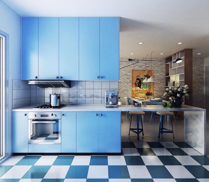 carrelage sol damier bleu et blanc, cuisine facade bleu clair, carrelage miroir gris, mode cuisine ouverte design