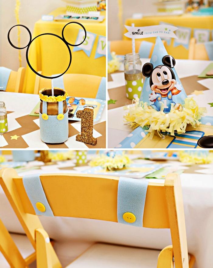 déco de table theme anniversaire mickey mouse en bleu clair et jaune, centre de table bocaux mickey mouse personnalisés