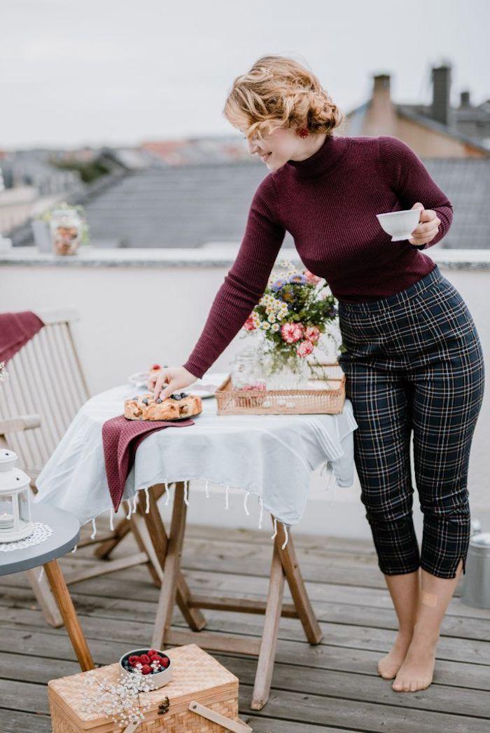 Soirée pique nique au toit parisien, mode année 50, cool idée tenue de soirée guinguette avec pantalon et pull