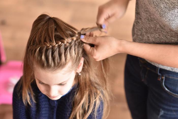 Tresse indienne sur cheveux longs, tresse couronne coiffure facile cheveux mi long, fille coiffure pour occasion spécial