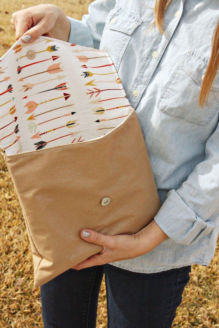 Sac pochette avec doublure autre motif, sympa sac style pochette, tuto sac cabas, simple idée d'activité manuelle, sac moderne