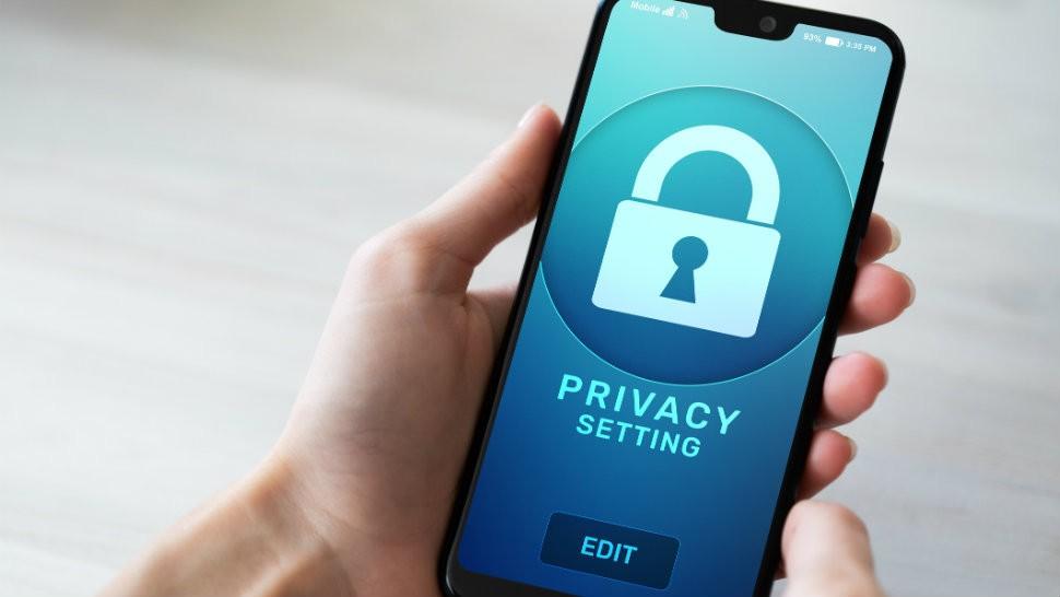 Appelées stalkerwares par Avast, les apps supprimés du Play Store avaient pour but d'espionner les faits et gestes d un propriétaire de terminal Android